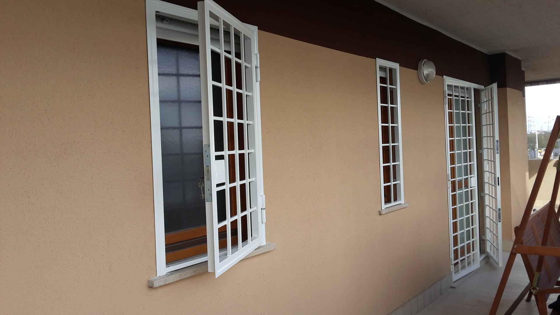 Grate di protezione per porte e finestre eurotendesud 2000 srl tende da sole - Protezioni per finestre ...